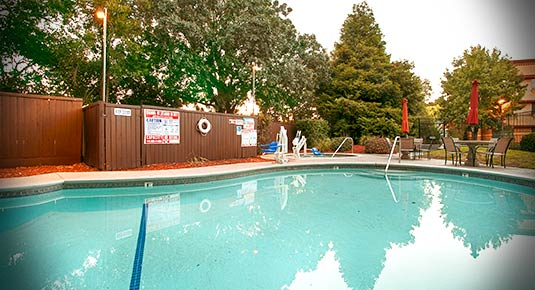 outdoor pool - chico ca hotel