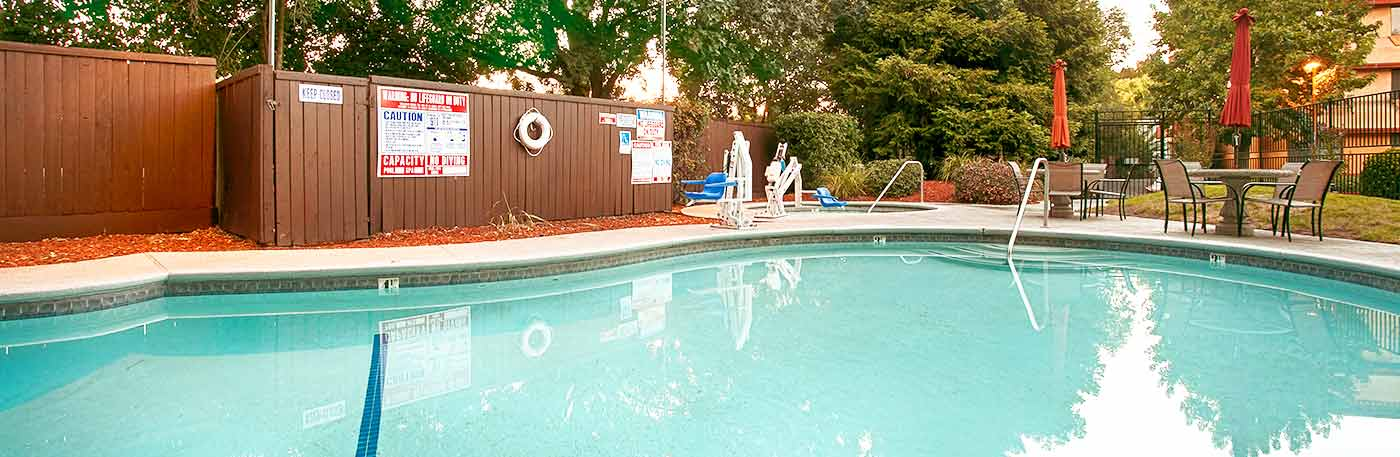 outdoor swimming pool hotel in Chico, CA